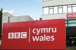"""Dywedodd BBC Cymru fod hwn yn """"benderfyniad anodd iawn"""""""